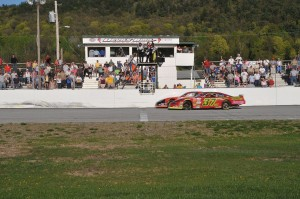Helliwell and Hoar take the checkers in a photo finish at Devil's Bowl Speedway in the Spring Green 113 on Sunday