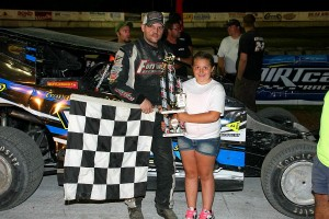 Kevin Chaffee was victorious in the SPortsman Modified Feature