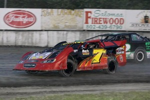 Robbie Williams (7w) leads Derrick Stearns in Limited LAte Model action