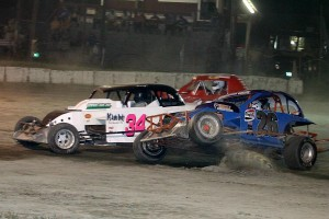 Logan Oliver (26) in trouble with Billy Simmons (34) also involved. That is eventual winner Jason Colbeth missing the action on the high side