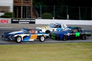 Matt Kawejsza (03) leads Zac Fraser (37) and Brian DeStefano (90) in Hobby Stock action.