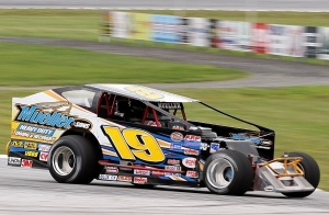 Jessey Mueller is aiming for the Bond Auto Parts Modified championship at Devil's Bowl Speedway in 2014. (MemorEvents photos)